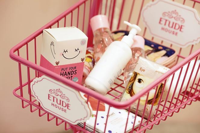 Boutiques multimarques, bio ou régressive, l'offre est à l'image de la frénésie d'achat des Coréennes, aussi adeptes du diagnostic de peau personnalisé.