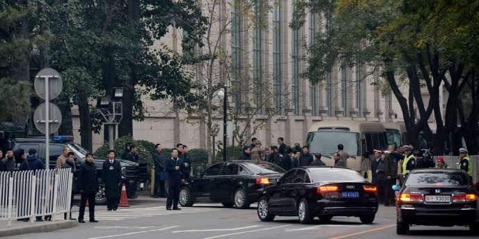 Arrivées pour la réunion des 376 membres du comité central du PCC à Pékin, le 9 novembre.