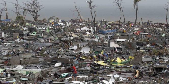 Deux jours après le passage de Haiyan, les Philippines commencent à mesurer l'étendue des dégâts provoqués par le typhon géant.