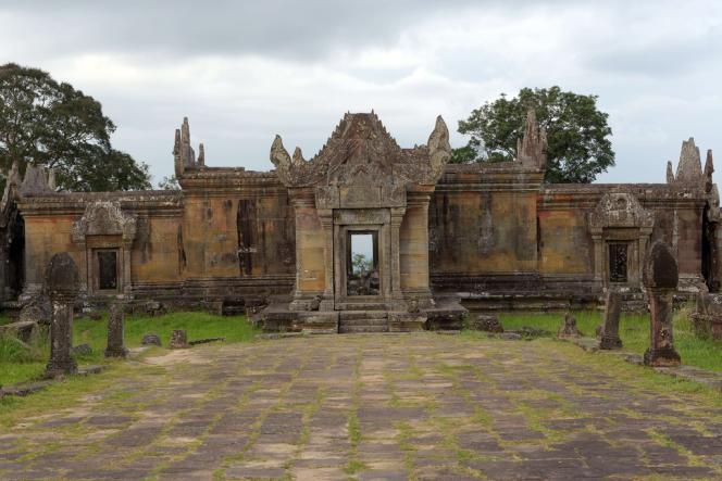 Le Cambodge avait déposé en avril 2011 une plainte demandant à la CIJ d'interpréter un arrêt rendu en 1962 lui octroyant la souveraineté sur le temple de Preah Vihear construit au XIe siècle.