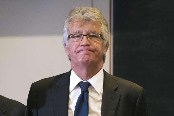 Le maire de Châteaurenard, député UMP des Bouches-du-Rhônes, Bernard Reynès a été blessé à coups de couteau lundi 11 novembre lors des cérémonies de commémoration.