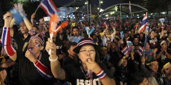 Dans les rues de Bangkok (Thaïlande), lundi 11 novembre.