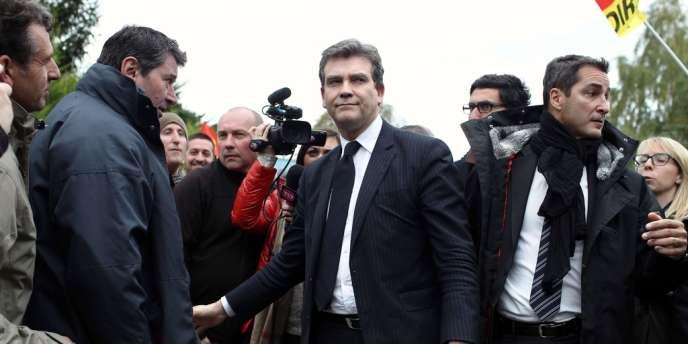 Arnaud Montebourg visite la forge Forgital, occupée par ses employés, près de Saint-Etienne, le 4 novembre.