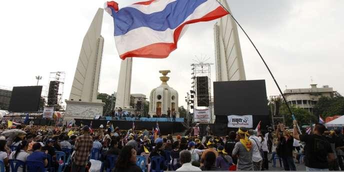 Manifestation à Bangkok, le 12 novembre 2013, contre la loi d'amnistie proposée par le gouvernement pour exonérer l'ancien premier ministre Thaksin Shinawatra d'une condamnation pour corruption.