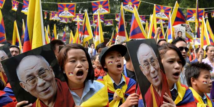 Pékin condamne vivement les actes d'immolation, en rejetant la responsabilité sur le dalaï lama, chef spirituel en exil des Tibétains, qu'il accuse de visées séparatistes.