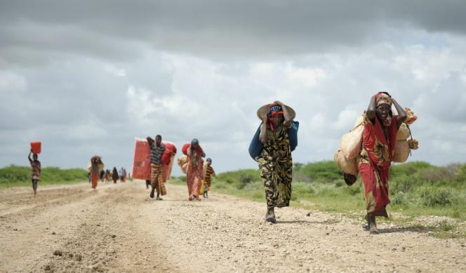 Des réfugiés somaliens, après le passage du cyclone tropical.