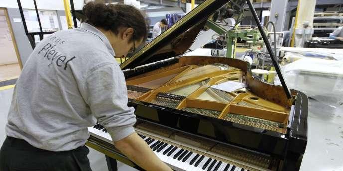 Le 12 novembre a été faite l'annonce officielle de la fermeture des ateliers Pleyel, à Saint-Denis, en Seine-Saint-Denis (employé de la manufacture de pianos Pleyel à Saint-Denis en décembre 2010).