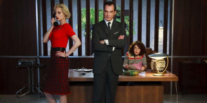 Marlène (Elodie Frenck), Swan Laurence (Samuel Labarthe) et Alice Avril (Blandine Bellavoir) dans les