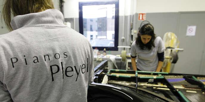 Des employés des ateliers Pleyel à Saint-Denis en décembre 2010.