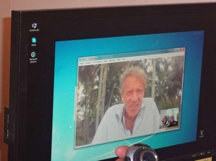 Gauthier Toulemonde face à ses salariés grâce à Skype.