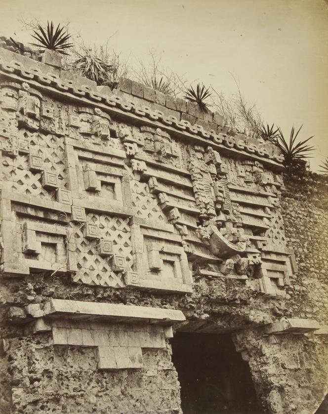 Désiré Charnay a photographié le Mexique en 1858 et 1859. Il en a rapporté des images de ruines pré-colombiennes.