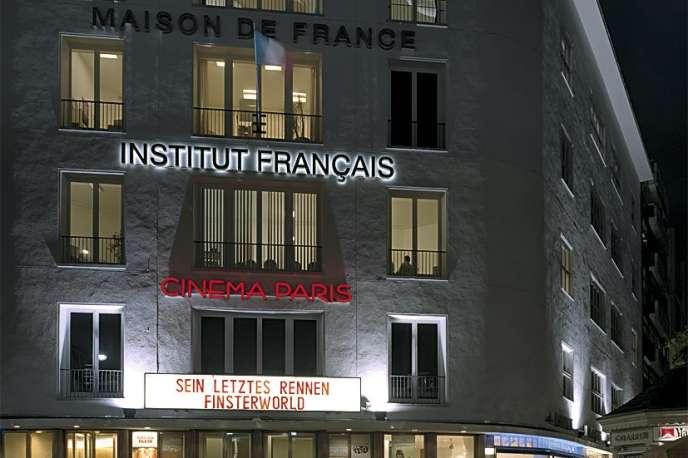 L'immeuble de 4 000 m2 de la Maison de France, en partie classé, est notamment fréquenté pour son cinéma.
