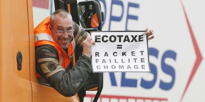 Entre 2 100 et 3 000 transporteurs routiers ont manifesté samedi 16 novembre contre l'écotaxe poids-lourds, comme ici à Lognes (Seine-et-Marne).