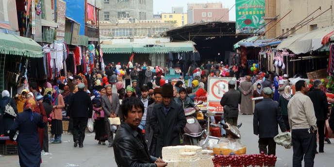 Sur un marché de Hotan, dans la province du Xinjiang dans l'est de la Chine, en novembre.