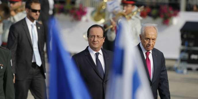 François Hollande a été accueilli par son homologue israélien, Shimon Pérès, dimanche, à son arrivée à Tel Aviv.