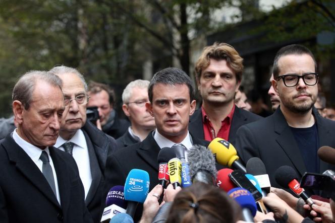 Bertrand Delanoë, Manuel Valls et Nicolas Demorand devant le siège de