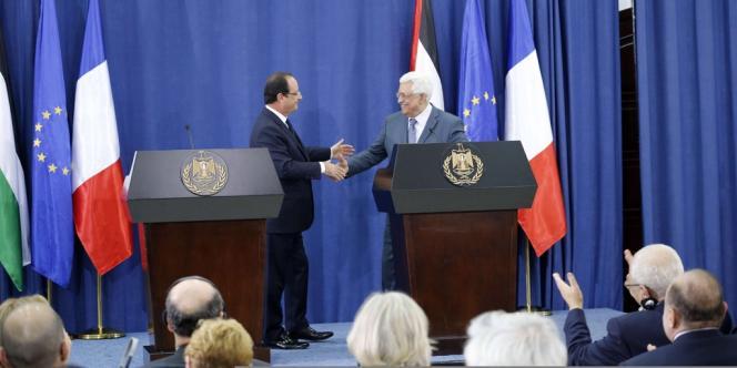 François Hollande et Mahmoud Abbas, le 18 novembre 2013, à Ramallah.