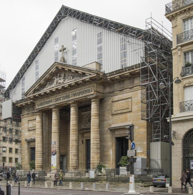 Des travaux de toiture sont en cours à Saint-Philippe-du-Roule (Paris 8e).