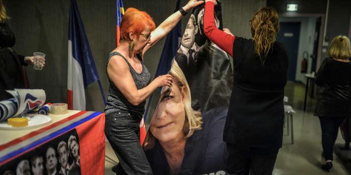 Dans un meeting de soutien au candidat FN à Lyon, le 13 novembre.