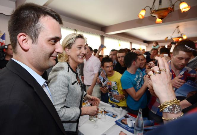 Marine Le Pen et Florian Philippot, aujourd'hui candidat du FN aux législatives à Forbach, en Moselle, le 22 mai 2012.