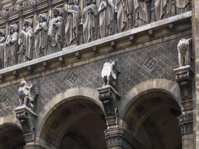 L'église Saint-Augustin (Paris 8e), dont la statue figurant saint Luc tétramorphe s'est brisée.