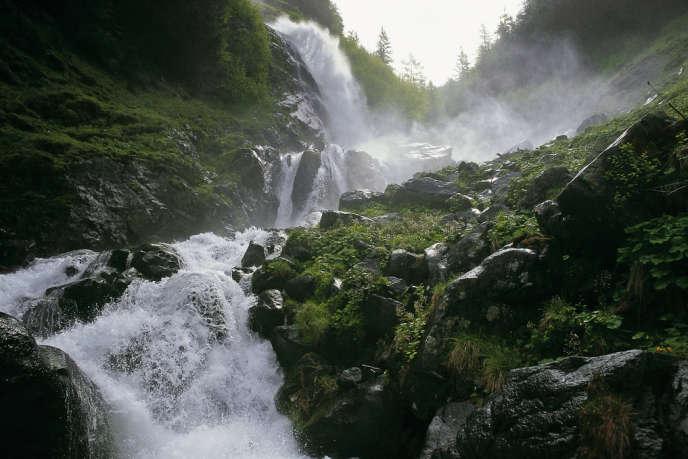 Le torrent de l'Ötztal, une haute vallée des Alpes tyroliennes.