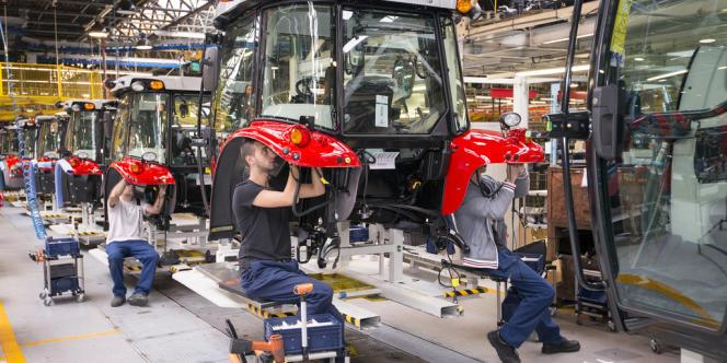 Ligne de production de tracteurs Massey-Ferguson sur le site de