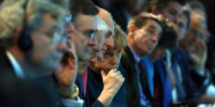 La chancelière allemande, Angela Merkel, a annoncé, jeudi 21 novembre 2013, se résoudre à l'instauration d'un salaire minimum généralisé, une concession accordée à ses futurs partenaires de gouvernement, les sociaux-démocrates du SPD.