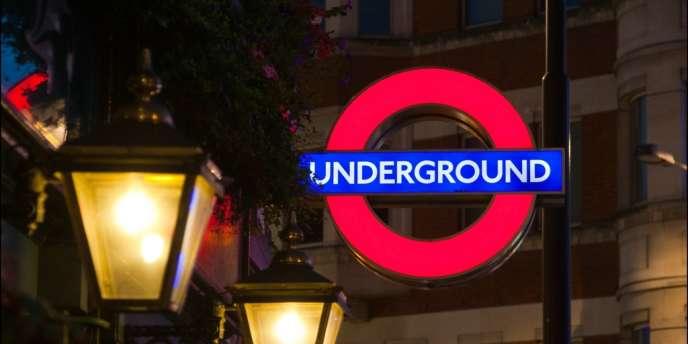 Le maire de Londres, Boris Johnson, a annoncé la suppression de 750 postes sur un effectif total de 18 000 personnes.
