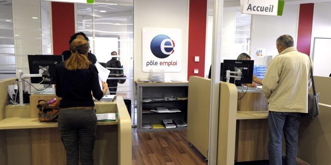En France, faute de stratégie claire, les entreprises ont plutôt moins gardé leurs salariés qu'ailleurs : elles ont ajusté un peu plus l'emploi, très peu la durée du travail et pas du tout les salaires.