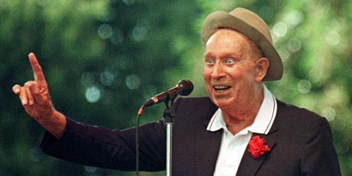 Charles Trenet lors du festival Les Vieilles Charrues à Carhaix, le 18 juillet 1998.