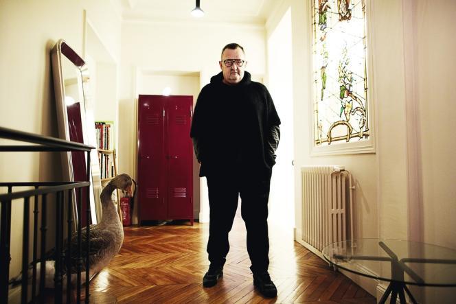 Michel Gaubert a installé son studio dans le 16e arrondissement parisien, loin des quartiers branchés. C'est  ici qu'il crée  les bandes-son très éclectiques des défilés Céline, Chanel ou Balenciaga.