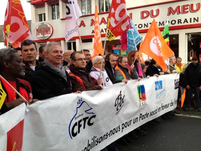 Les manifestants, dans les rues de Lorient, le 23 novembre