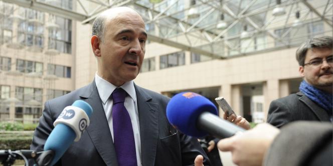 Pierre Moscovici avant la réunion de l'eurogroupe, à Bruxelles, le 22 novembre