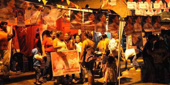 Des partisans de la candidate Xiomara Castro à Tegucigalpa, le 23 novembre.