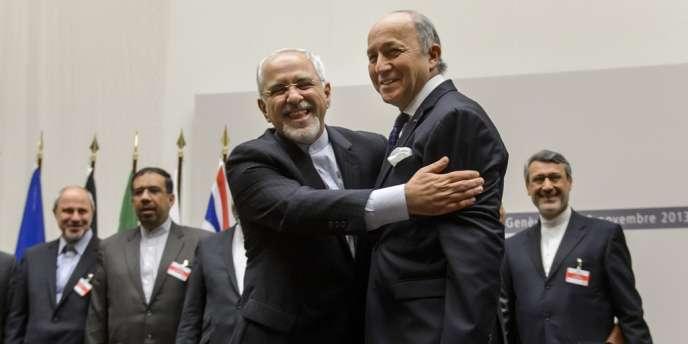 Le ministre iranien des affaires étrangères,  Mohammad Javad Zarif (à gauche), et son homologue français, Laurent Fabius, le 24 novembre à Genève.