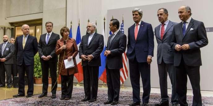 Les chefs de la diplomatie ayant participé aux négociations à Genève qui se sont achevées dimanche 24 novembre 2013.
