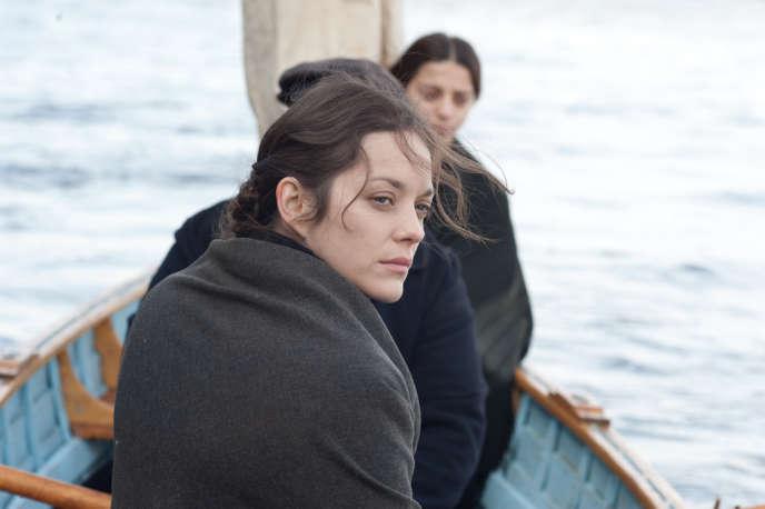 Ewa Cybulska (Marion Cotillard) s'est résignée à accepter le pire pour connaître un jour le rêve américain.