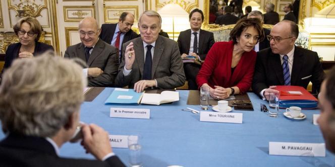 Jean-Marc Ayrault et le gouvernement reçoivent Jean-Claude Mailly de Force ouvrière à Matignon, le 25 novembre.