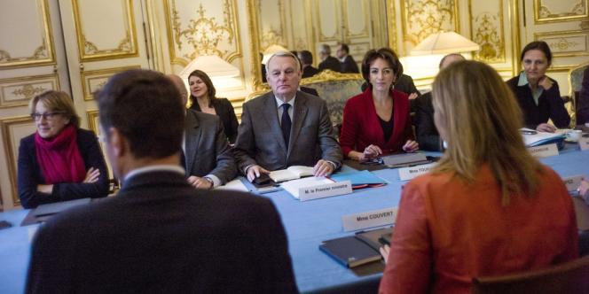 Jean-MArc Ayrault reçoit la CFE-CGC à Matignon, le 25 novembre.