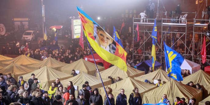 Les manifestants ont dressé des tentes au centre de Kiev, sur la place de l'Indépendance, dimanche 24 novembre.
