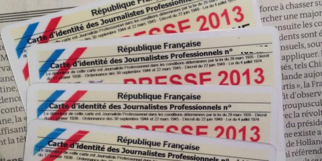 Des cartes de presse des journalistes du Monde.fr.