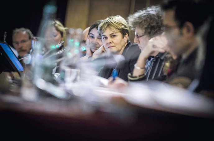 Dominique Voynet participe au conseil municipal ˆà la mairie de Montreuil le 21 novembre.