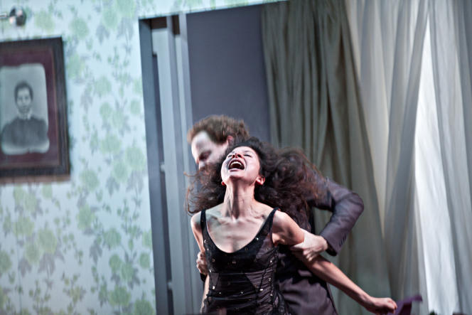 Emma (Boutaïna El-Fekkak), taraudée par un mal de vivre indéfinissable.