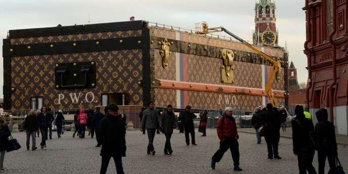 La gigantesque malle Louis Vuitton sur la place Rouge à Moscou, le 19 novembre.