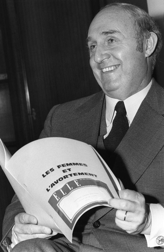 Lucien Neuwirth en novembre 1974 avant l'ouverture du débat sur le projet de loi sur l'avortement.