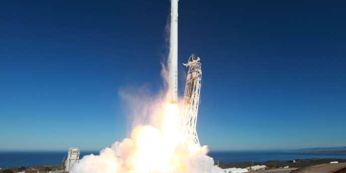 Lancement d'une fusée Falcon 9 de SpaceX, le 29 septembre en Californie.