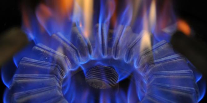 Depuis le 1er janvier 2014, les tarifs réglementés cumulent une baisse de 2,7 % hors taxes, selon la Commission de régulation de l'énergie.