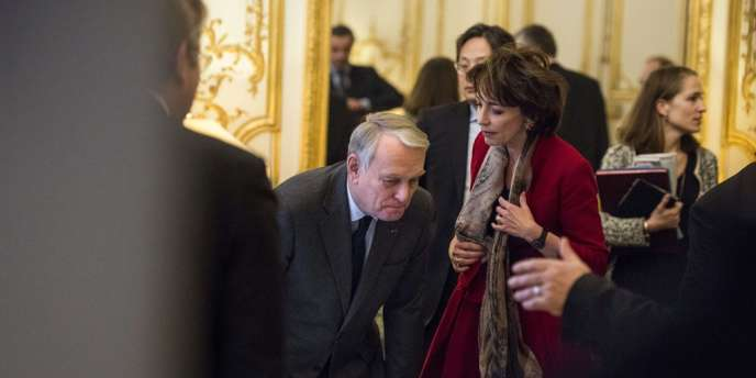 Le premier ministre Jean-Marc Ayrault et Marisol Touraine, ministre des affaires sociales, le 25 novembre à Matignon, lors des rencontres avec les organisations patronales.
