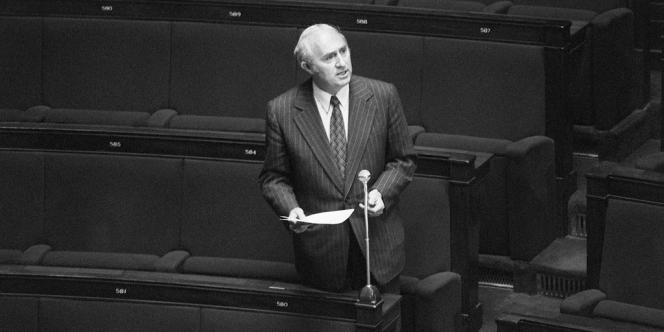 Lucien Neuwirth à l'Assemblée nationale le 11 mai 1973.